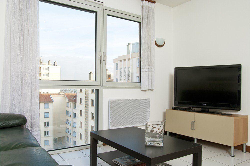 Location appartement meuble avec 1 chambre location for Location garage villeurbanne gratte ciel