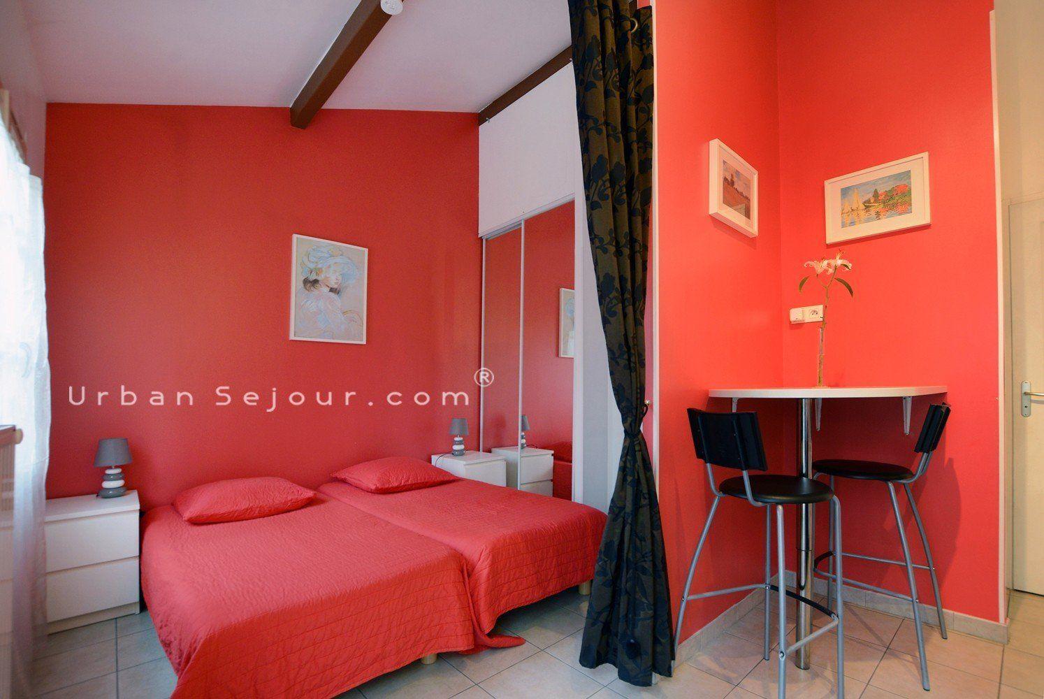location studio meubl location saisonni re ecully les cerisiers. Black Bedroom Furniture Sets. Home Design Ideas