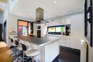 ecully-location-la-grande-villa-en-bois-cuisine-a