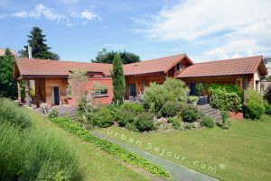 ecully-location-la-grande-villa-en-bois-jardin-b