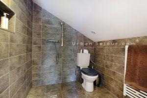 ecully-location-la-grande-villa-en-bois-mezzanine-sdb-a