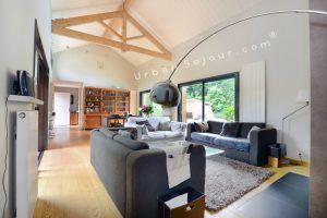 ecully-location-la-grande-villa-en-bois-sejour-d