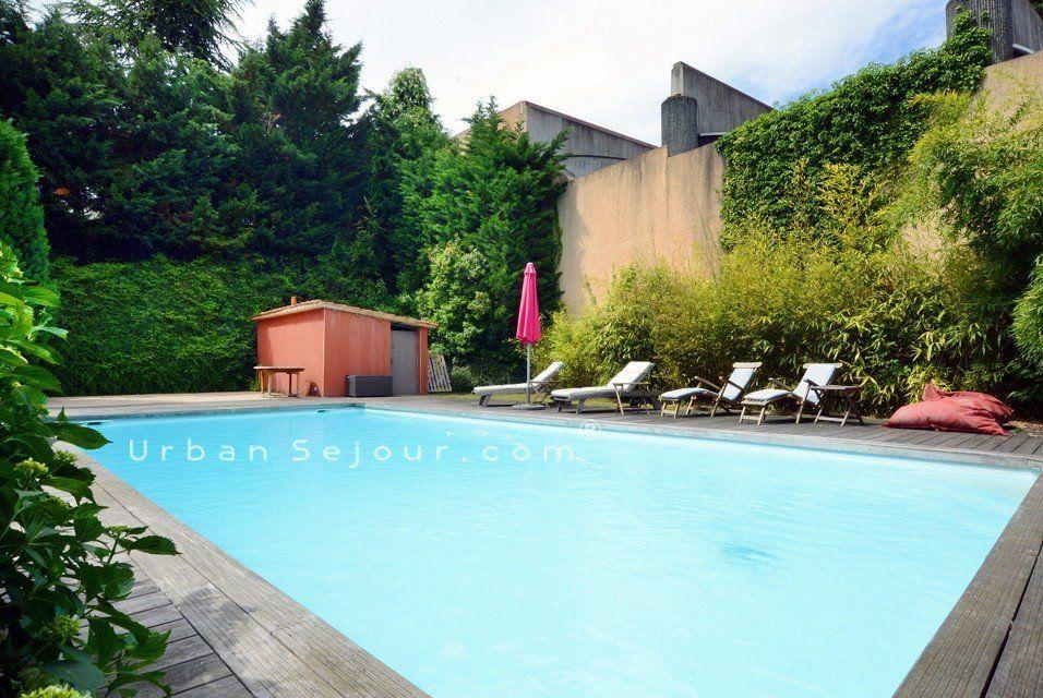 Ecully une grande villa de 210 m2 avec 4 chambres et for Piscine d ecully