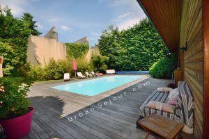 ecully-location-la-grande-villa-en-bois-terrasse-piscine-b