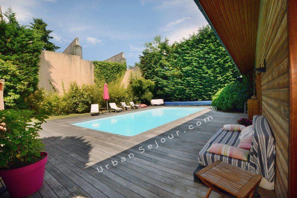grande piscine en bois le piscine hors sol en bois 50 mod. Black Bedroom Furniture Sets. Home Design Ideas