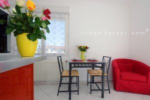 genas-location-fraternite-cote-balcon-sejour-c