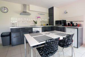 genas-location-fraternite-rez-de-jardin-cuisine-b