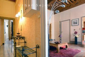lyon-1-location-cordeliers-hotel-de-ville-entree-b