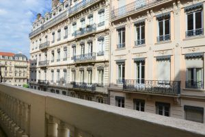 lyon-2-location-bellecour-jacobins-balcon-a