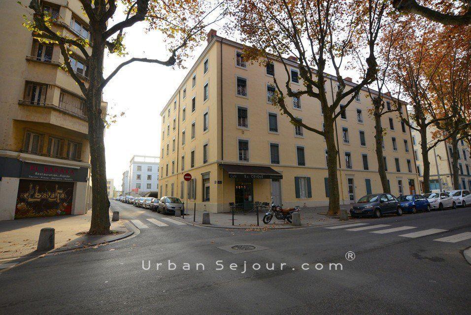 Lyon 2 perrache le bayard urban s jour for Location meuble lyon 2