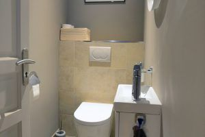 lyon-2-location-saint-polycarpe-toilettes