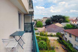 lyon-3-location-dauphine-turquoise-balcon