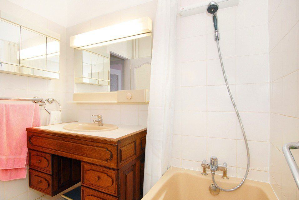 Location appartement meubl avec 1 chambre et parking location saisonni re lyon 3 part dieu - Location studio meuble lyon 3 ...