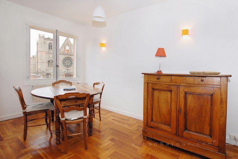 location appartement meubl avec 2 chambres location saisonni re lyon 5 vieux lyon saint. Black Bedroom Furniture Sets. Home Design Ideas