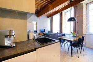 lyon-5-location-vieux-lyon-theatre-guignol-cuisine-a