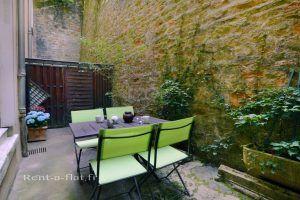 lyon-5-location-vieux-lyon-theatre-romain-terrasse-c