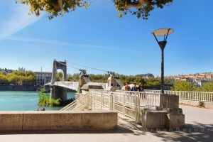 lyon-6-location-la-passerelle-du-college-quartier