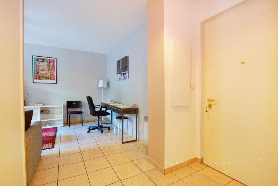 location appartement meubl avec 1 chambre et terrasse et parking location saisonni re lyon 6. Black Bedroom Furniture Sets. Home Design Ideas