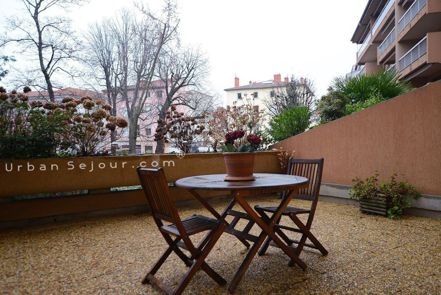 Rental Furnished studio apartment - Holiday rental Lyon 9 - Jardin ...