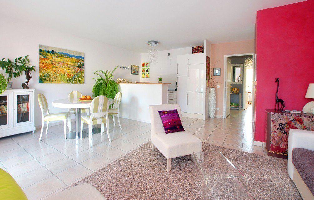 Location appartement meubl avec 2 chambres location saisonni re lyon 9 valmy tuileries - Location studio meuble lyon 2 ...