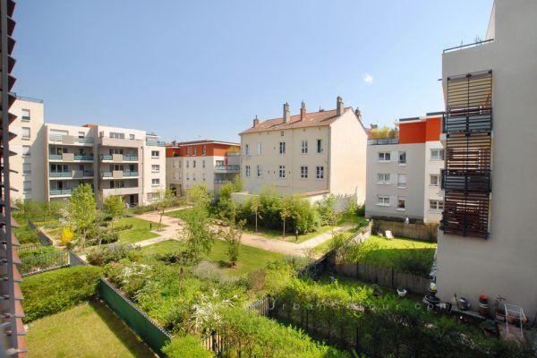 lyon-9-location-valmy-tuileries-vue-balcon-a