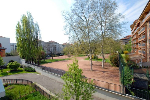 lyon-9-location-valmy-tuileries-vue-cote-chambres-a