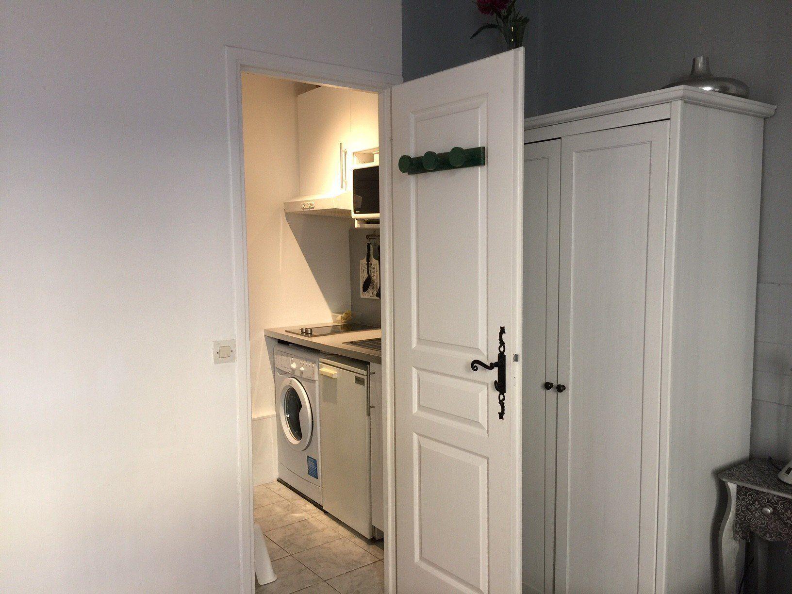 location studio meuble location saisonniere villeurbanne guillotte le studio. Black Bedroom Furniture Sets. Home Design Ideas
