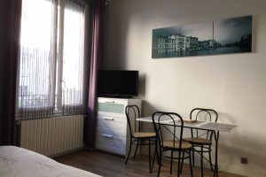 lyon-villeurbanne-location-guillotte-studio-table-1