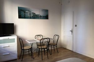 lyon-villeurbanne-location-guillotte-studio-table-2