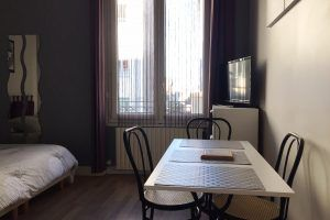 lyon-villeurbanne-location-guillotte-studio-table-4