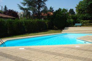 villefranche-location-la-beaujolaise-piscine-a