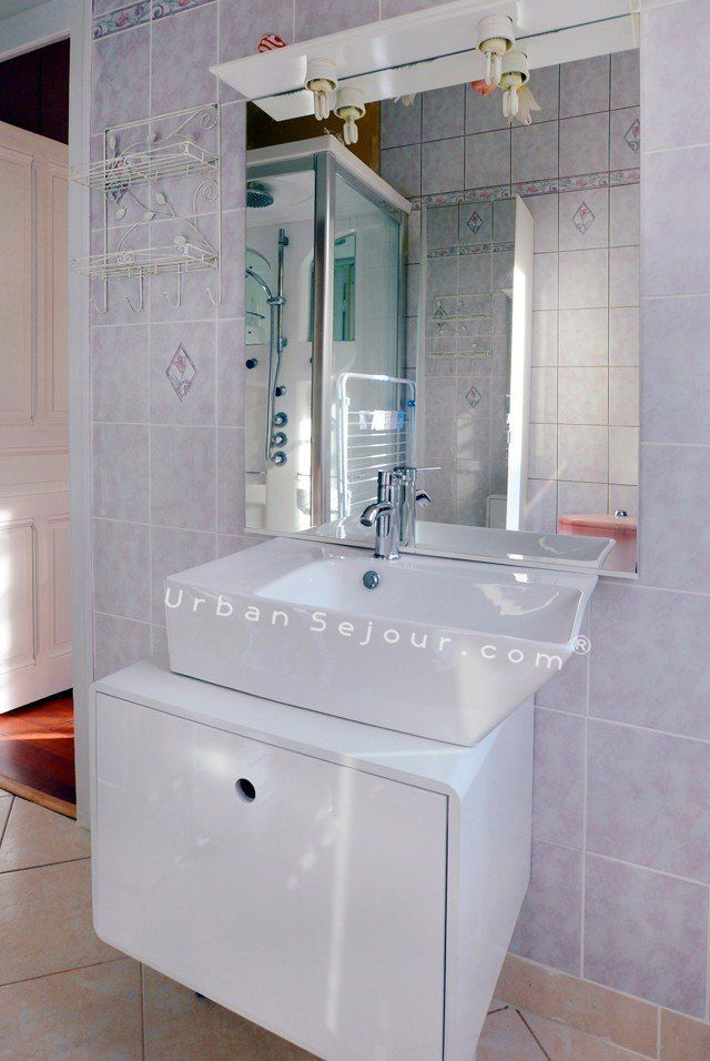 location appartement meuble avec 1 chambre location saisonniere villeurbanne guillotte l. Black Bedroom Furniture Sets. Home Design Ideas