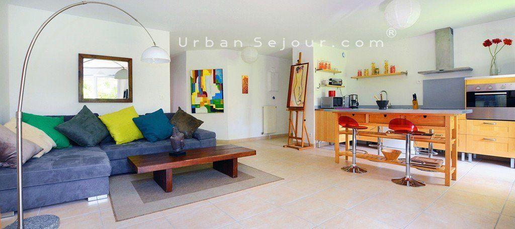 location appartement meubl avec 2 chambres et parking location saisonni re lyon 3 part dieu. Black Bedroom Furniture Sets. Home Design Ideas