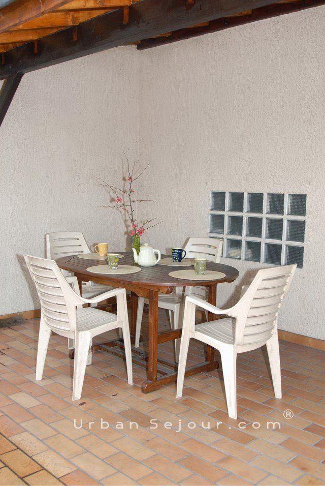 Location maison meubl avec 3 chambres parking et jardin location saisonni re villeurbanne - Terrasse jardin marais villeurbanne ...