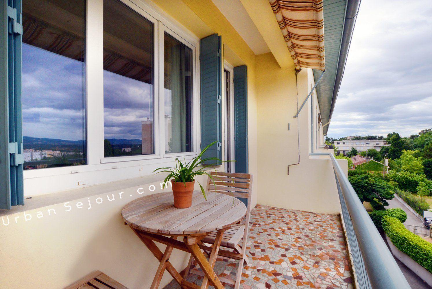location appartement meubl avec 1 chambre location saisonni re lyon 5 saint ir n e les. Black Bedroom Furniture Sets. Home Design Ideas